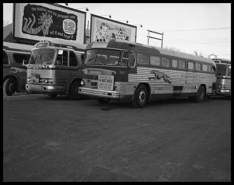 Агитация использования такси и автобусом вместо своего автомобиля. Фото № 4