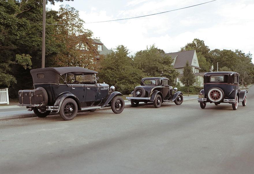 Историческое фото автомобильных моделек