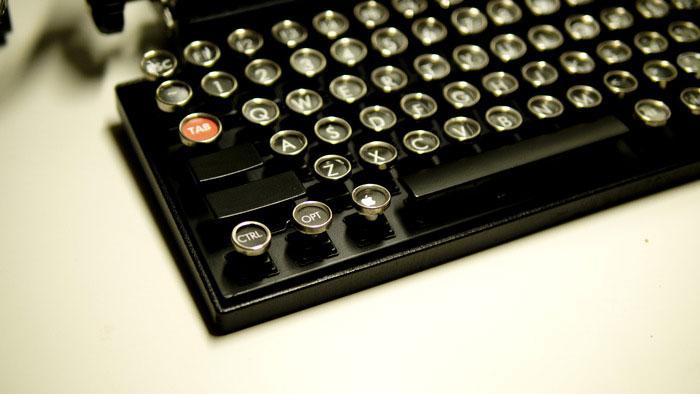 Как превратить винтажную пишущую машинку в клавиатуру. Фото № 4