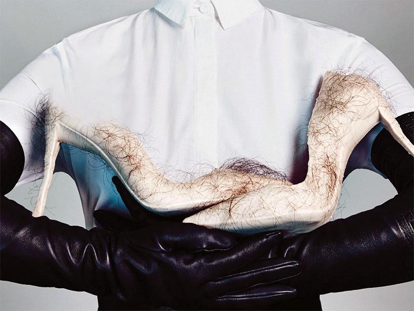 Женские туфли на шпильке телесного цвета с волосами человека. Фото № 2