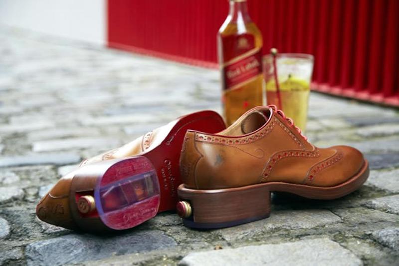 Прячем бутылку виски в туфли. Фото № 2