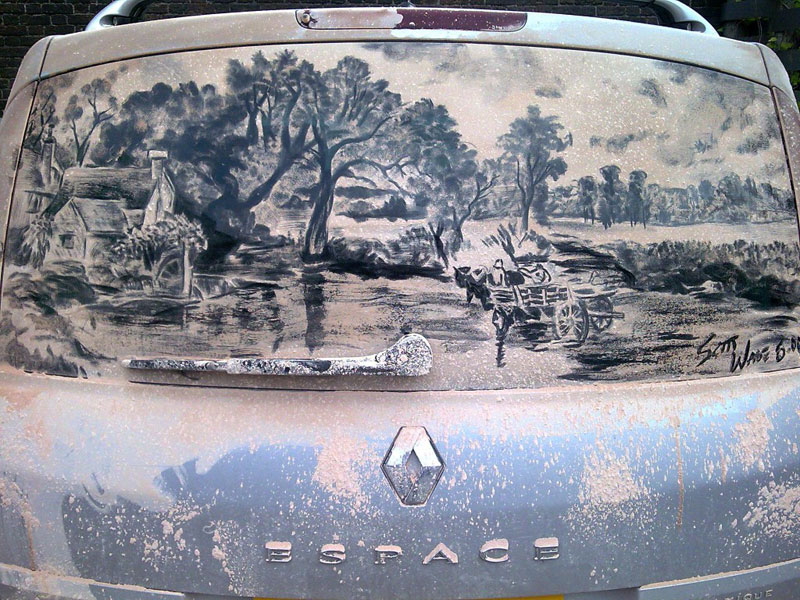 Рисунки на стекле машины грязью и песком. Фото № 1
