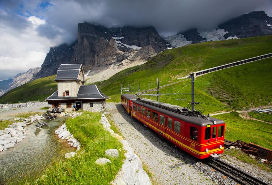 Железная дорога в горах. Швейцарское высокогорье. Фото № 1