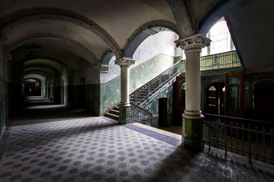 Пустые и заброшенные здания и места. Фото № 8