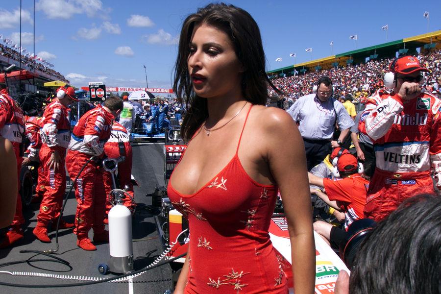 Полуобнаженные красавицы Формулы 1. Фото № 3