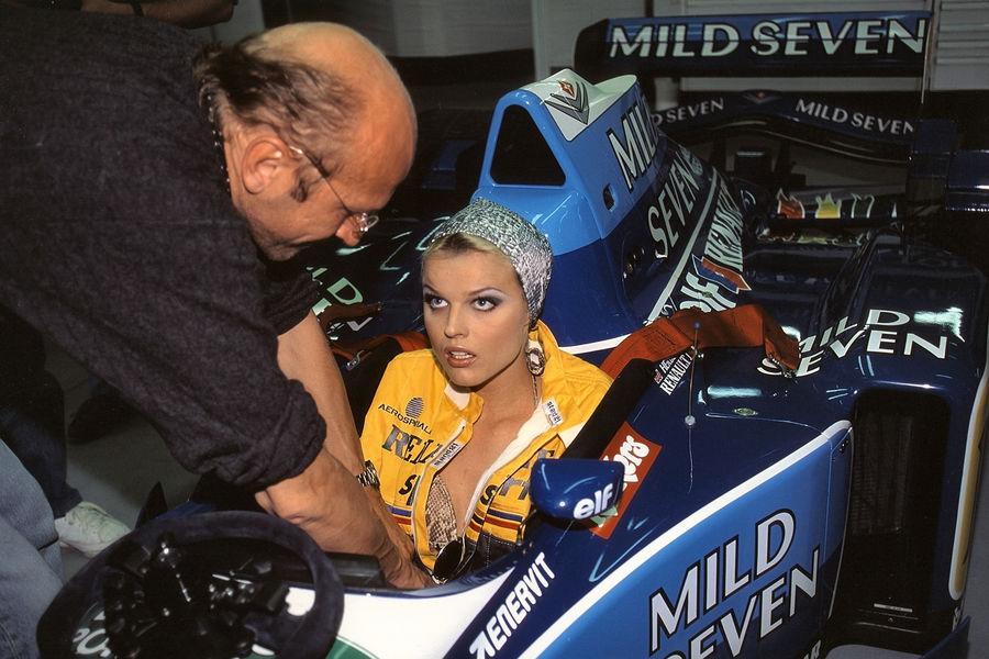 Полуобнаженные красавицы Формулы 1. Фото № 9
