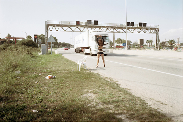 Проститутки ждут клиентов у дороги. Фото № 1