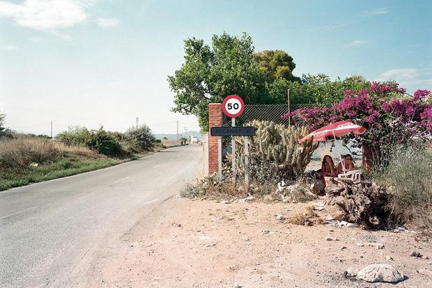 Проститутки ждут клиентов у дороги. Фото № 12