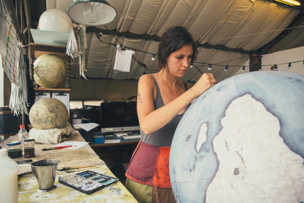 студия по производству глобусов, как делают глобусы вручную_1