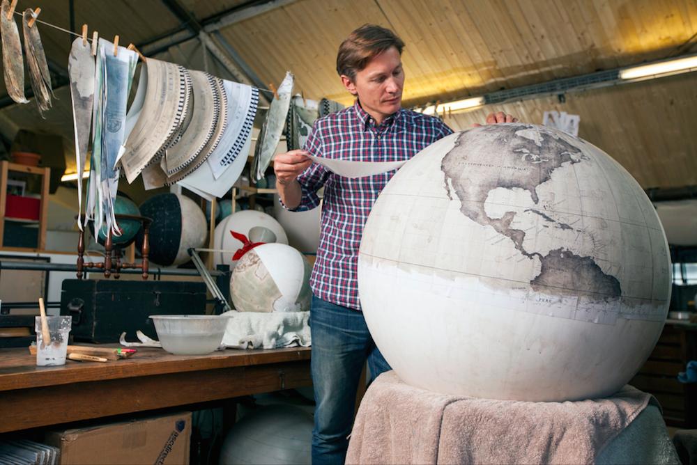 студия по производству глобусов, как делают глобусы вручную_3