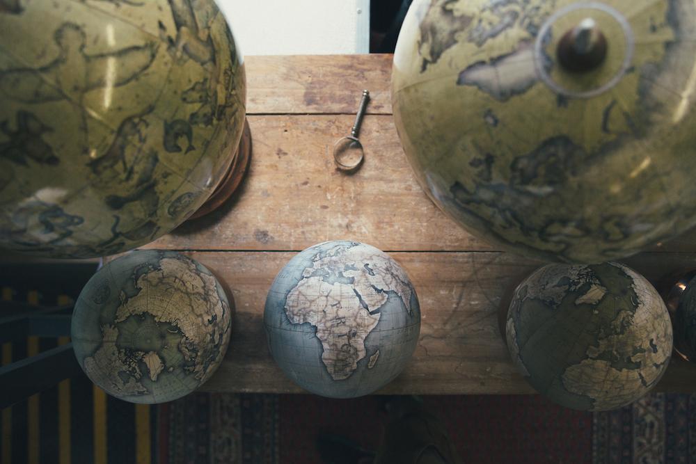 студия по производству глобусов, как делают глобусы вручную_4