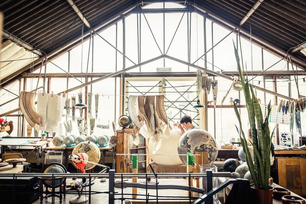 студия по производству глобусов, как делают глобусы вручную_5