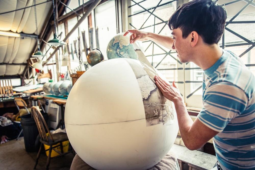 студия по производству глобусов, как делают глобусы вручную_6