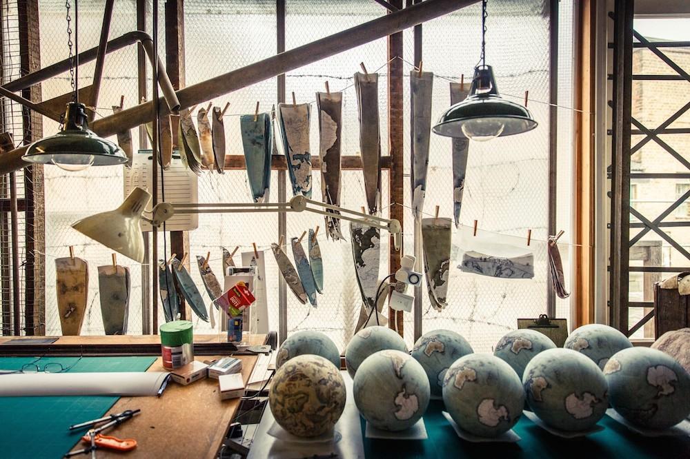 студия по производству глобусов, как делают глобусы вручную_7
