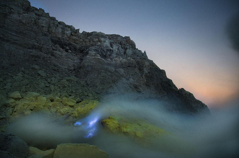 извержение кратера,сера, поток, голубой цвет. Фото № 2