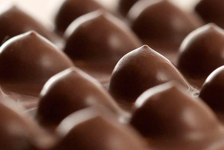 сексуальный шоколад, женская грудь, молочный шоколад, фото_1