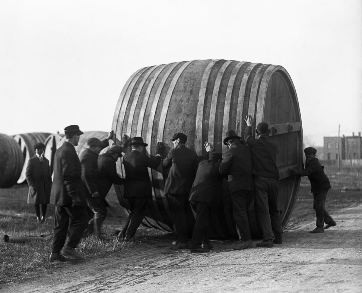 сухой закон, история США, уничтожение спиртного, выпивка-11