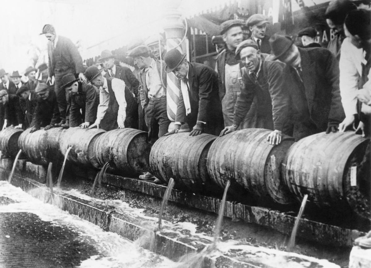 сухой закон, история США, уничтожение спиртного, выпивка-13