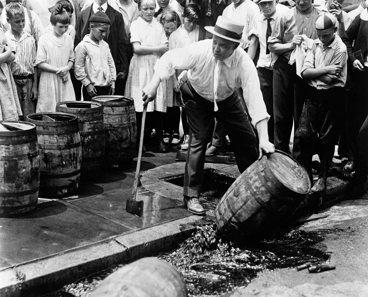 сухой закон, история США, уничтожение спиртного, выпивка-14