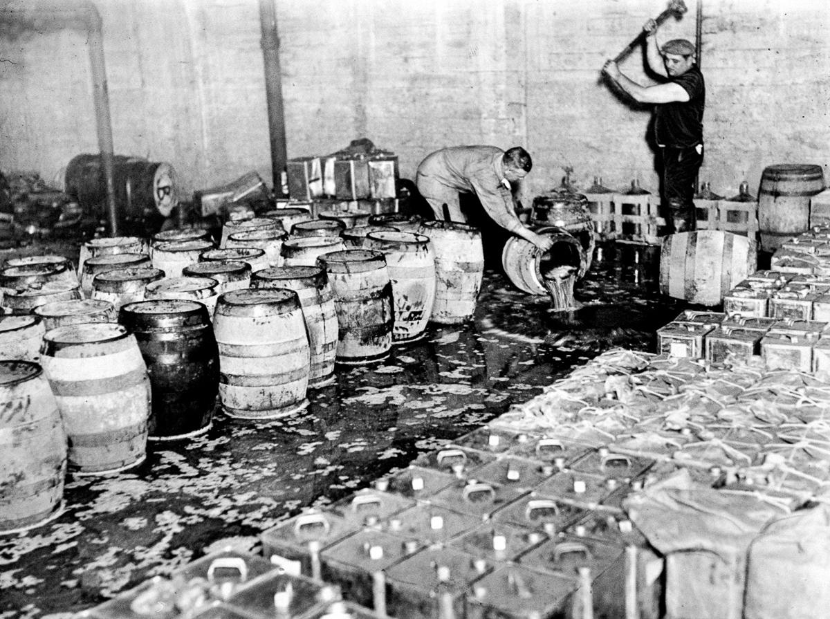 сухой закон, история США, уничтожение спиртного, выпивка-17