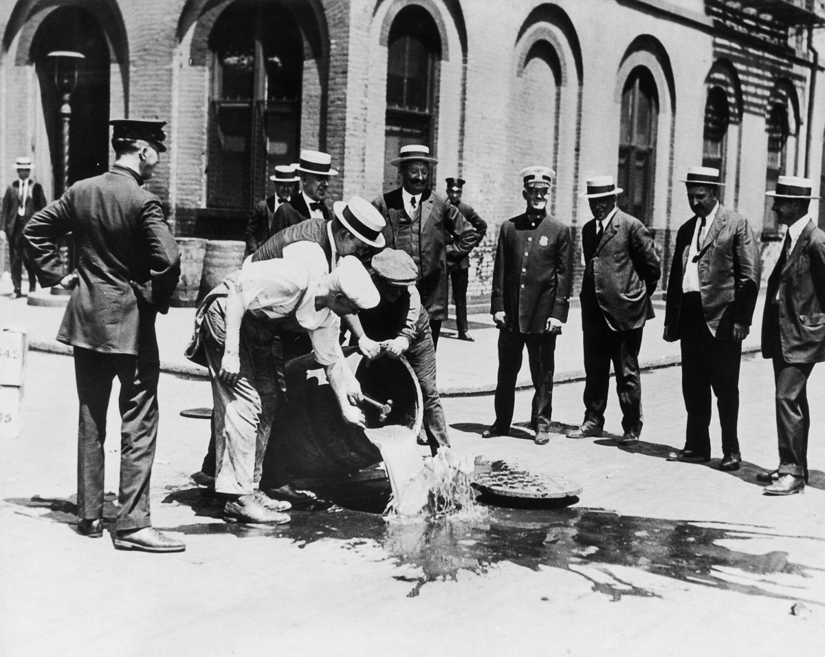 сухой закон, история США, уничтожение спиртного, выпивка-5