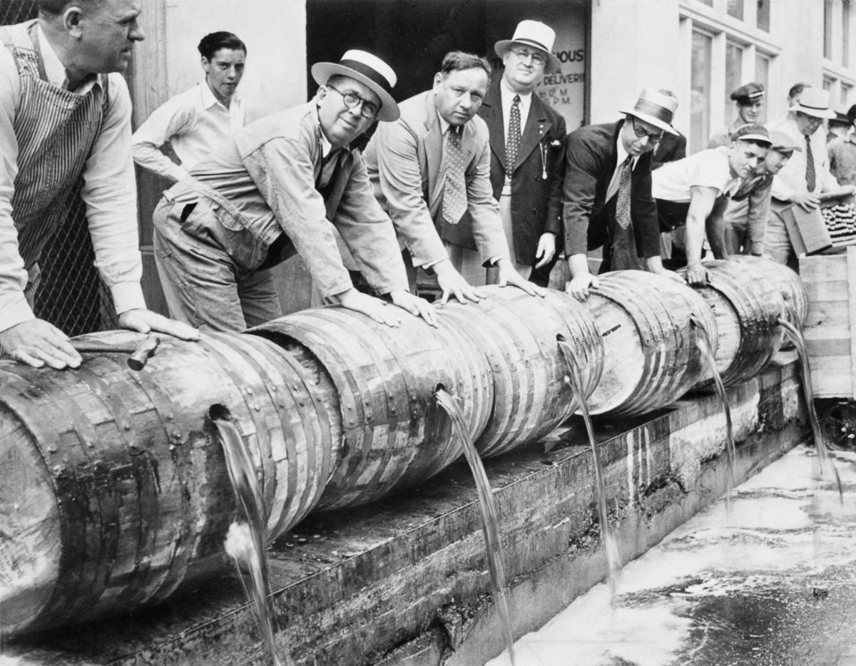 сухой закон, история США, уничтожение спиртного, выпивка-8