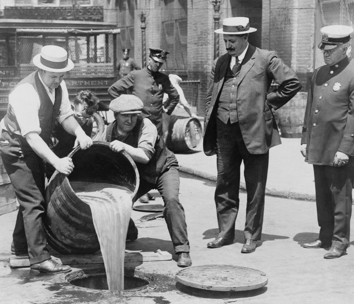 сухой закон, история США, уничтожение спиртного, выпивка-9