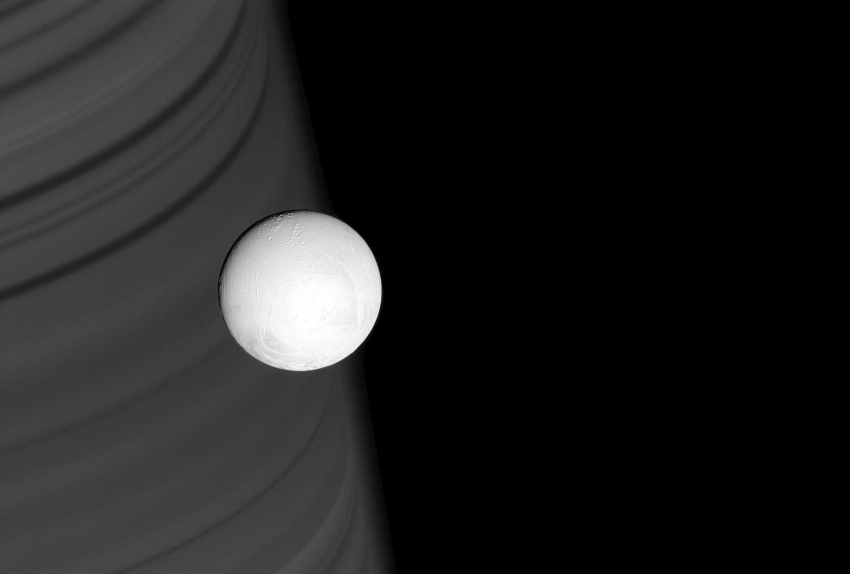 Энцелад, ледяной спутник Сатурна-1