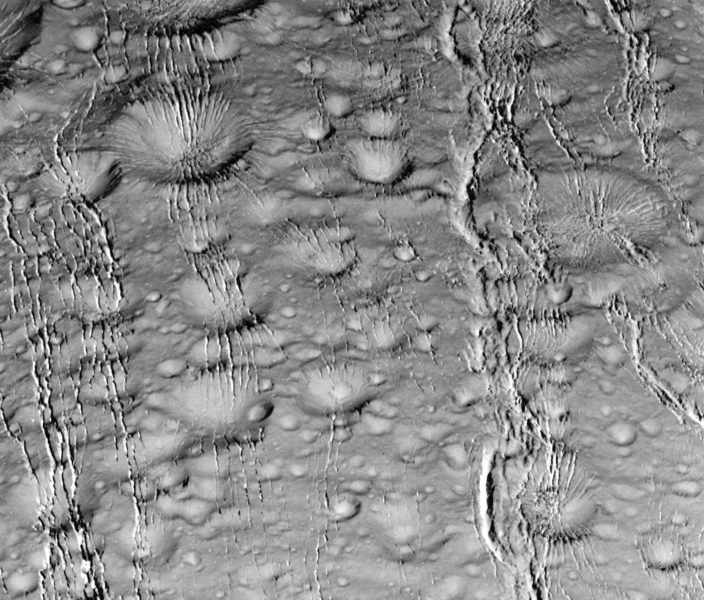 Энцелад, ледяной спутник Сатурна-10
