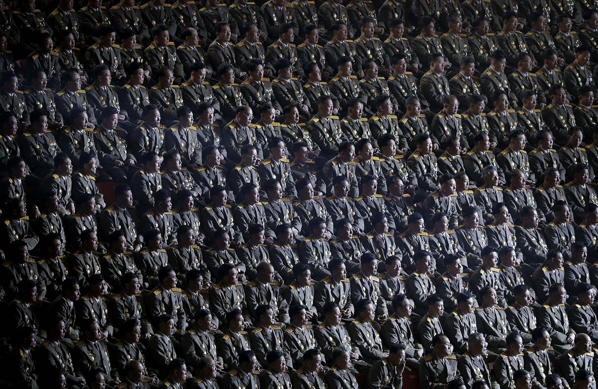 Военные на праздничном концерте