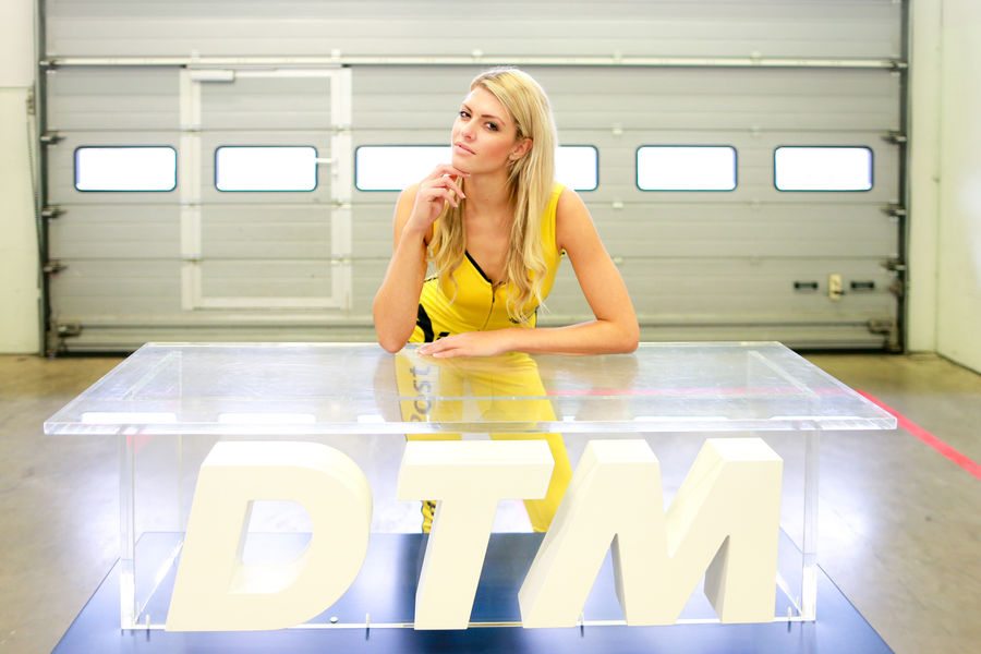 девушки с гонок DTM, сезон 2015 года, автоспорт-42