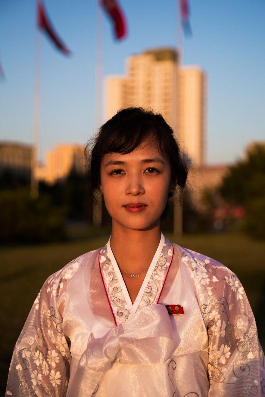 фотографии девушек на улицах Северной Кореи-12