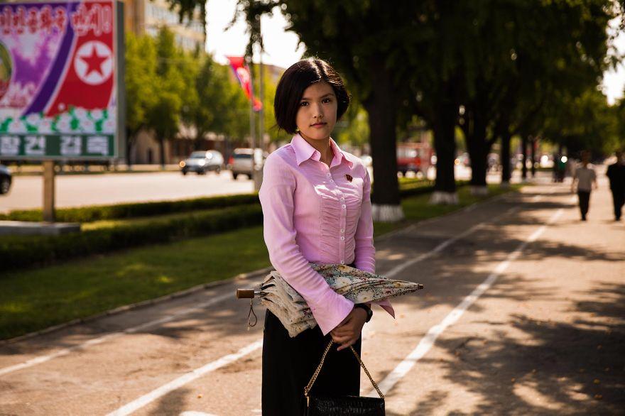 фотографии девушек на улицах Северной Кореи-16