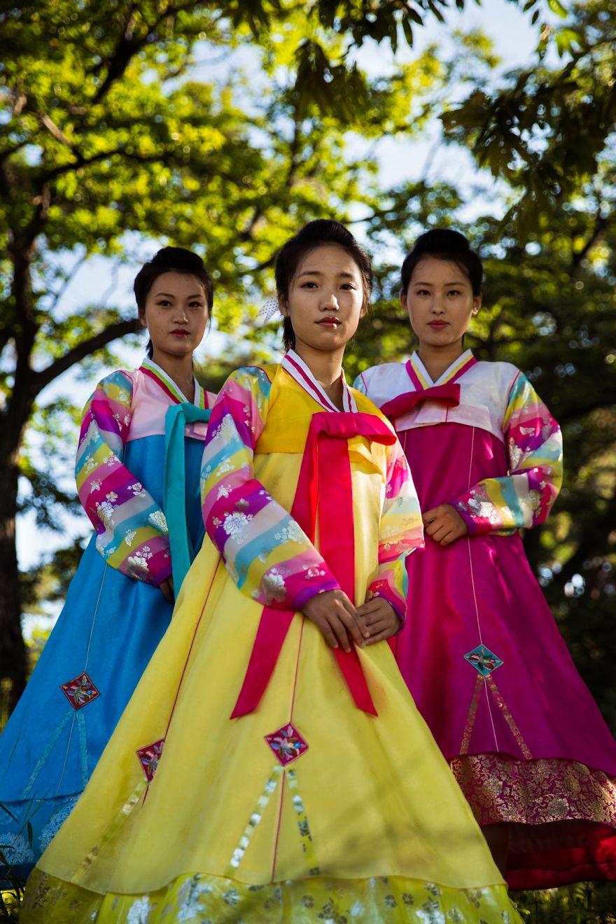 фотографии девушек на улицах Северной Кореи-17