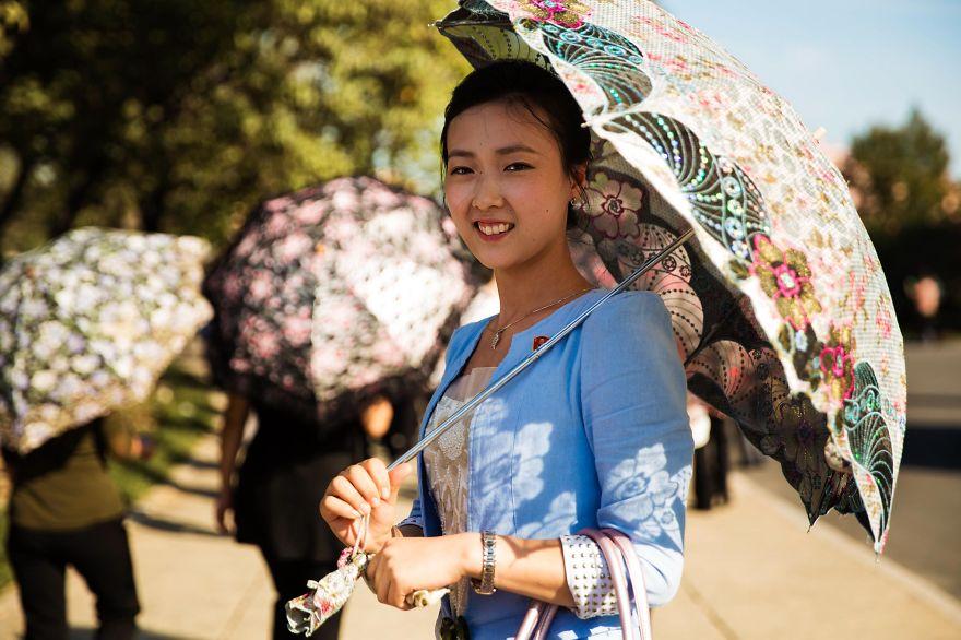 фотографии девушек на улицах Северной Кореи-18