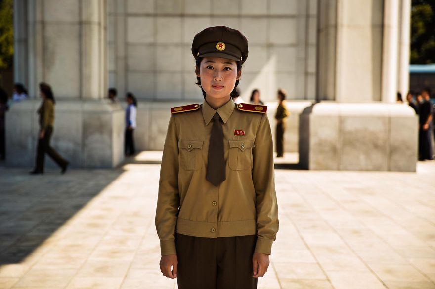фотографии девушек на улицах Северной Кореи-2