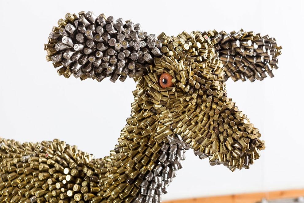 скульптуры из гильз и патронов-18