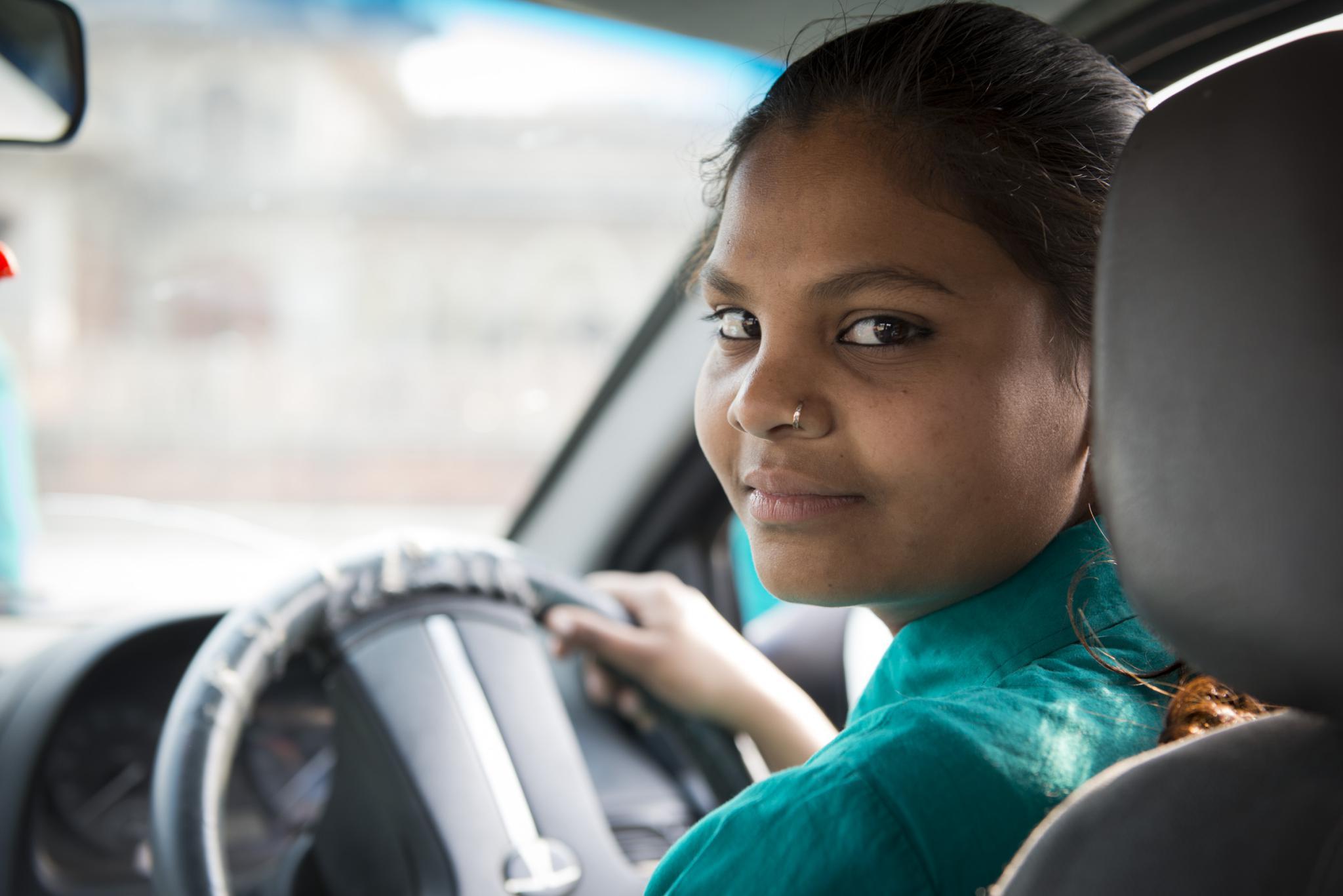 женщина-водитель в Индии-1