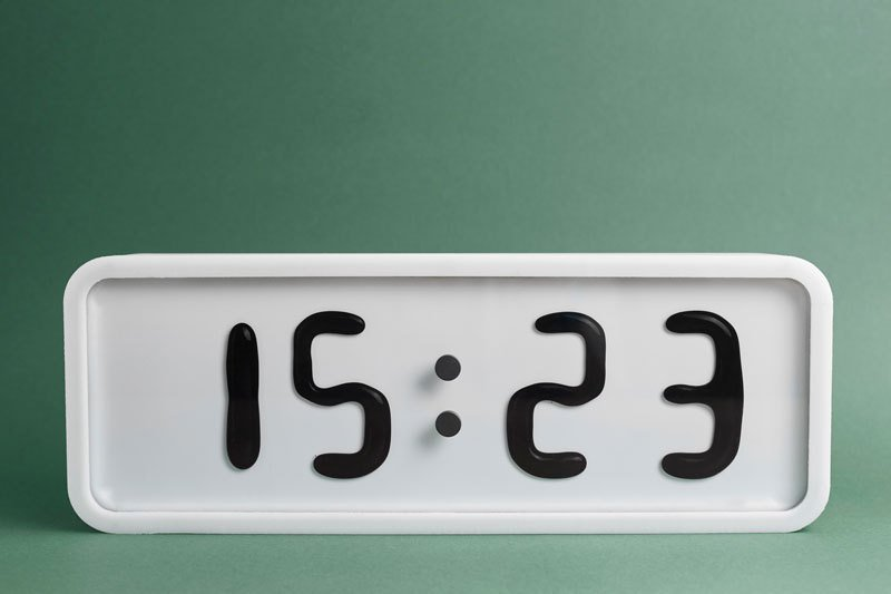 электро-механические часы с жидкокристаллическим дисплеем-1