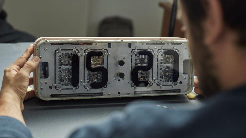 электро-механические часы с жидкокристаллическим дисплеем-9