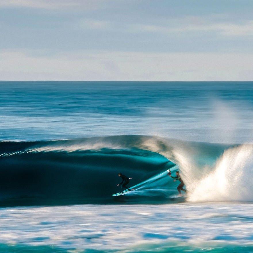 фотографии серферов внутри гиантских волнг-1
