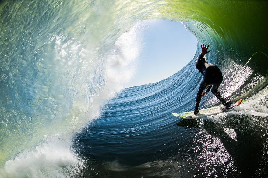 фотографии серферов внутри гиантских волнг-10