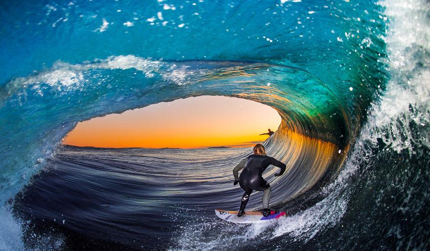 фотографии серферов внутри гиантских волнг-2