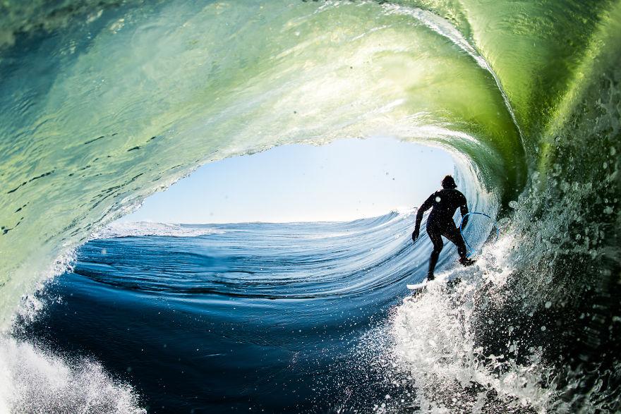 фотографии серферов внутри гиантских волнг-4