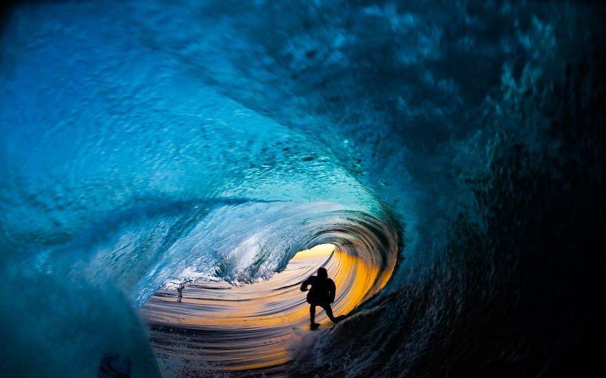 фотографии серферов внутри гиантских волнг-7