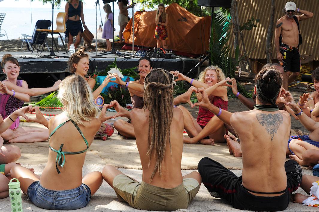 хиппи 21 века, медитация, наркотики, танцы-2