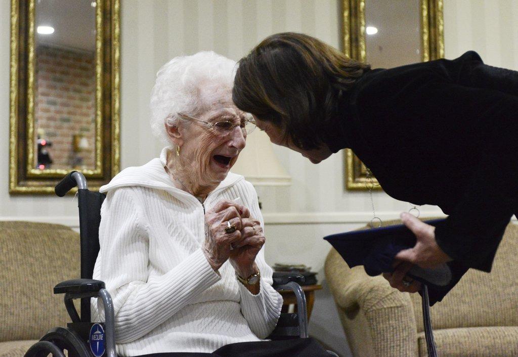 старая бабушка с дипломом, 97 лет-4