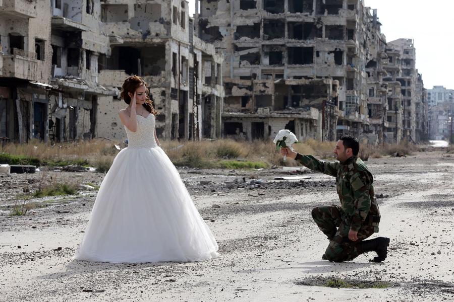война в Сирии, свадебная фотография, руины города, фото № 1
