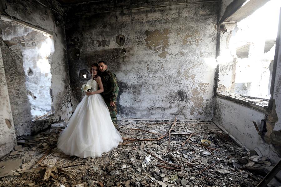 война в Сирии, свадебная фотография, руины города, фото № 2