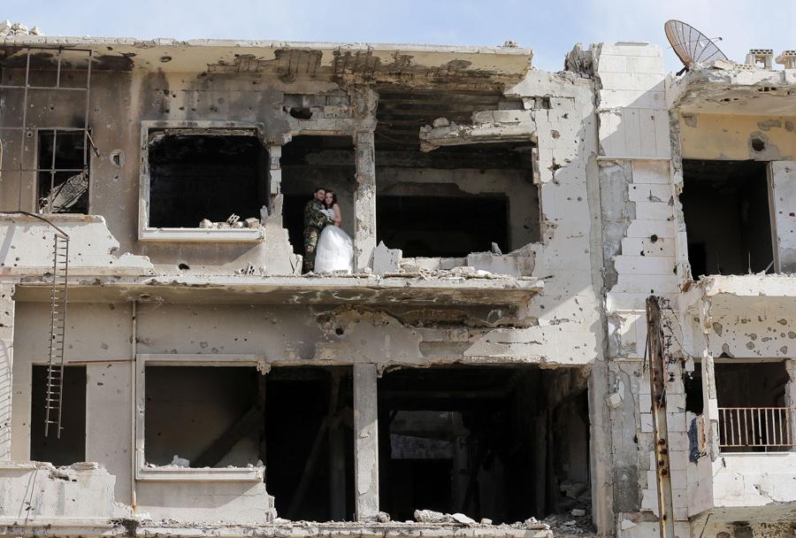 война в Сирии, свадебная фотография, руины города, фото № 3
